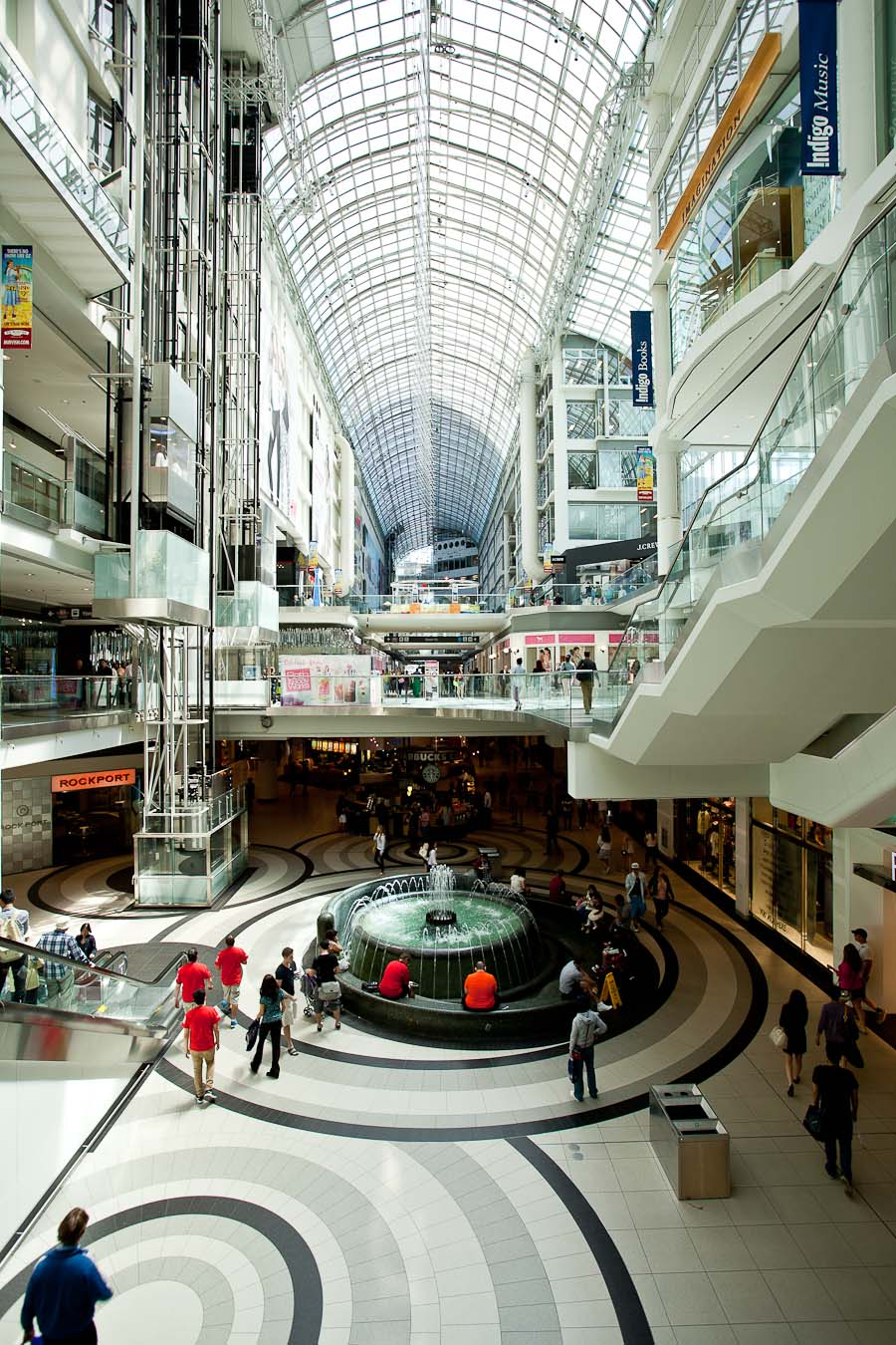 how to get to toronto eaton center from cn towers